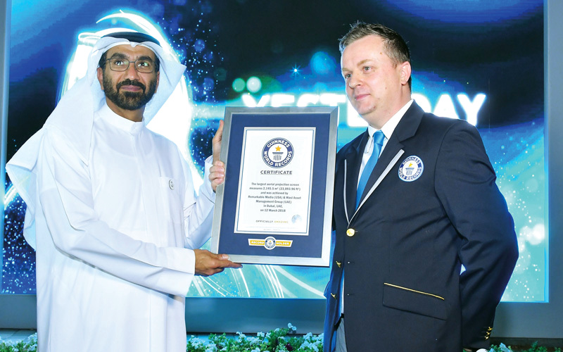 شاشة جوية عملاقة تحتفي بـ «عام زايد» فوق دبي.. وتدخل «غينيس»