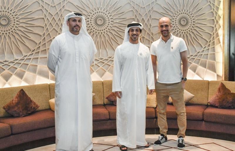 منصور بن زايد يستقبل مدرب مانشستر سيتي غوارديولا في أبوظبي