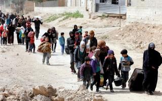 الصورة: نزوح جماعي من الغوطة الشرقية.. وقوات النظام تسيطر على بلدة حمورية