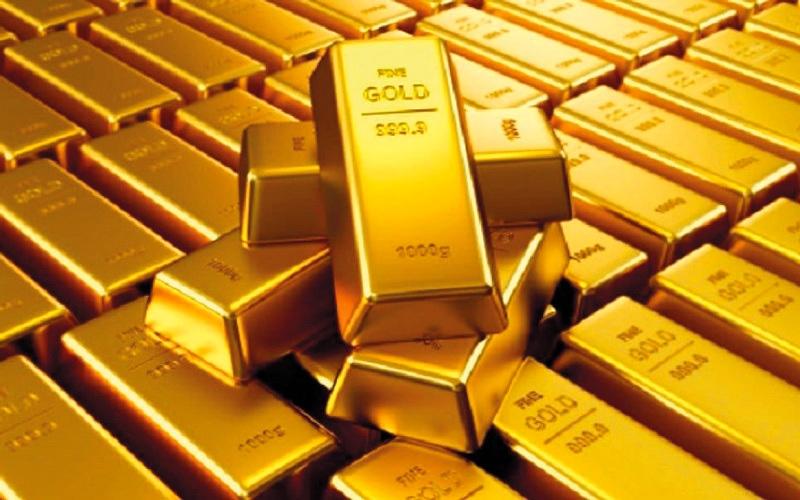 الصورة: الذهب يرتفع عالمياً بدعم من مخاوف سياسية وتراجع الدولار