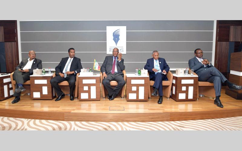 موسى عبدي (وسط) خلال المؤتمر الصحافي. تصوير: مصطفى قاسمي