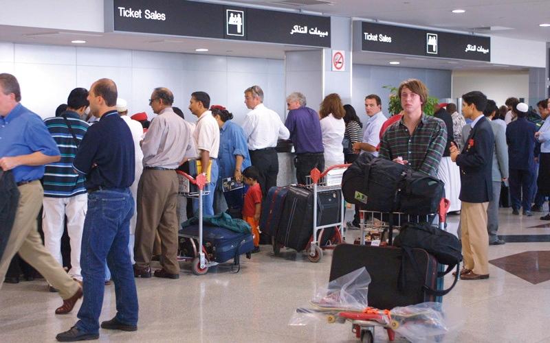 الصورة: متعاملون يطالبون بالرقابة على تذاكر السفر