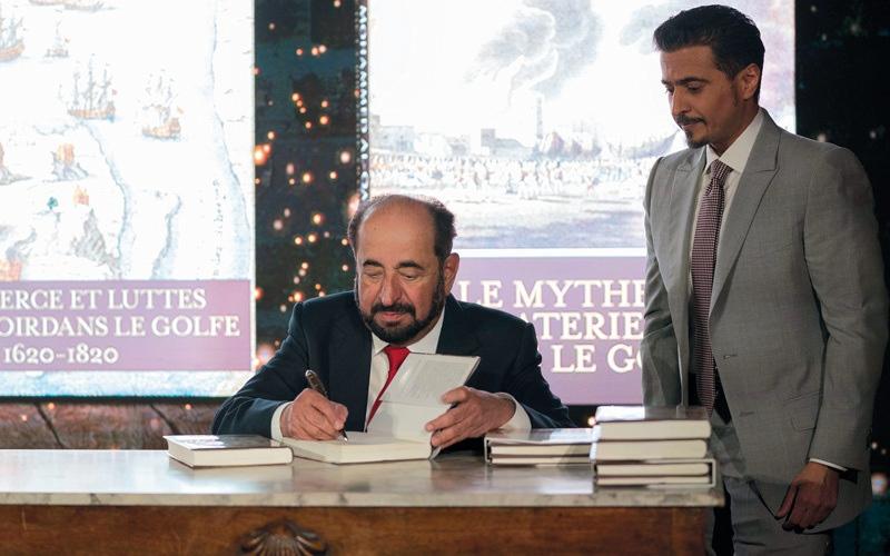 الصورة: سلطان يدشن في باريس عدداً من إصداراته بـ «الفرنسية»
