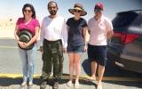 محمد بن راشد يساعد أسرة أوروبية علقت سيارتها في الرمال
