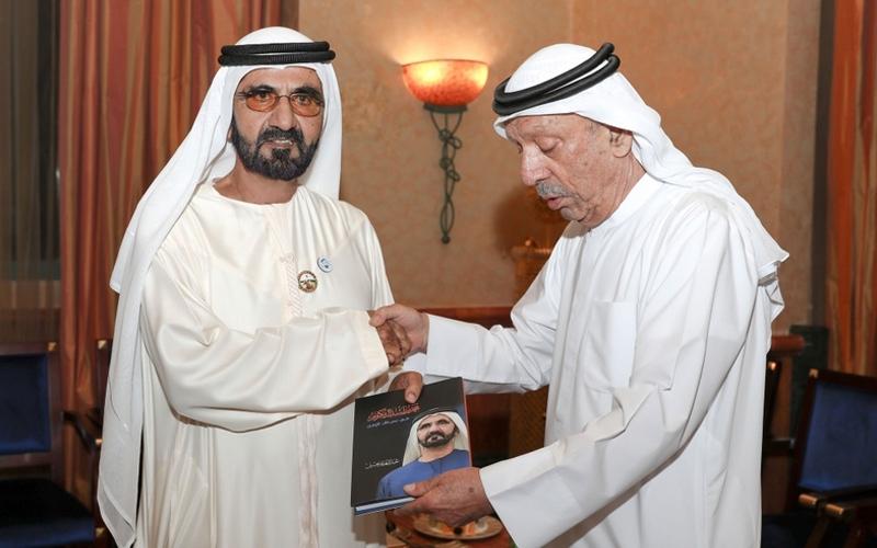 """الصورة: نائب رئيس الدولة يتسلم نسخة من كتاب """"محمد بن راشد فى سباق مع الزمن"""""""