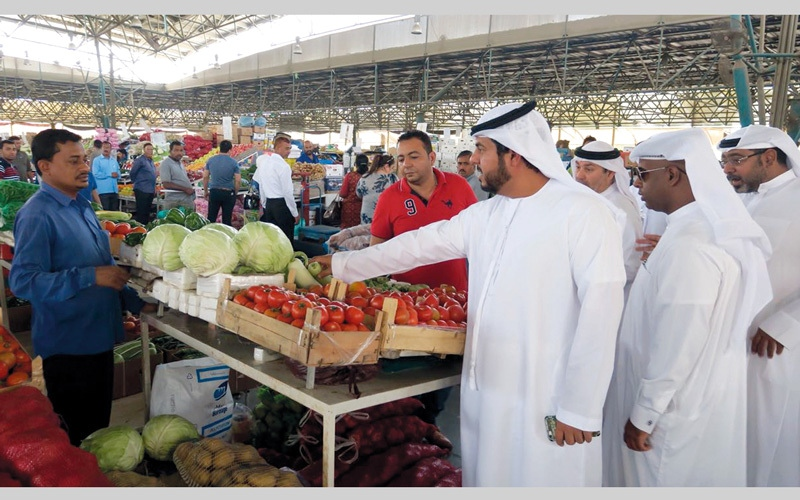 الصورة: اقتصادية دبي تحذر تجار الخضراوات والفواكه من رفع الأسعار