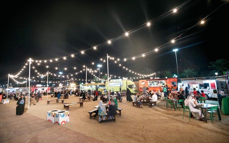 الصورة: 60 شاحنة طعام في الهواء الطلق.. بمهرجان «أم الإمارات»