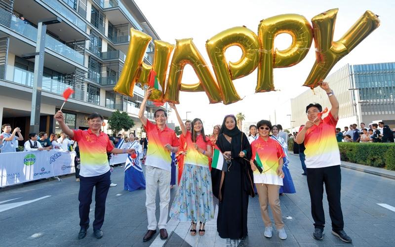 الصورة: الإمارات تشارك العالم «يوم السعادة»