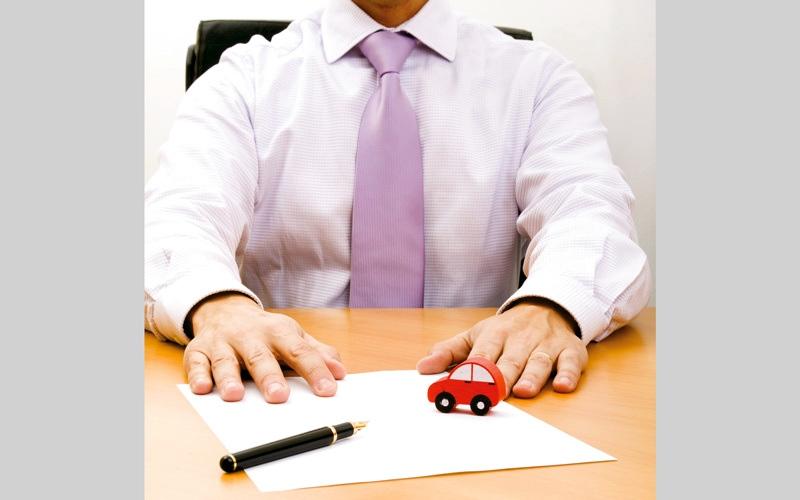 الصورة: شركات تأمين تُلزم المتعاملين بدفع 100 درهم لقاء شهادة الخبرة
