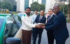الصورة: فندق في دبي يهدي سائقي التاكسي «البهجة»