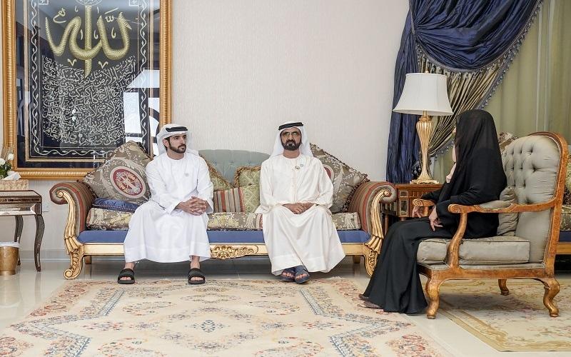 الصورة: محمد بن راشد يزور أرملة المرحوم عبيد الحلو ويؤكد: نعتز بكل أمهات الإمارات