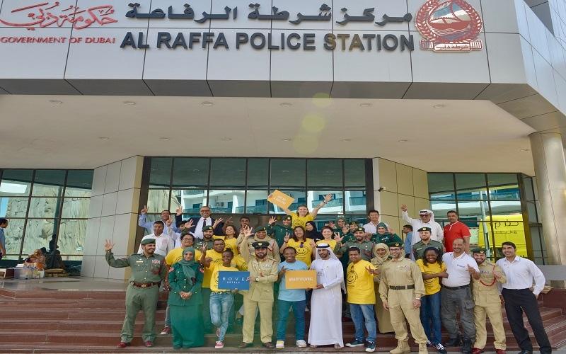 """الصورة: """"حافلة السعادة"""" من روڤ تجوب دبي احتفالاً باليوم العالمي للسعادة"""