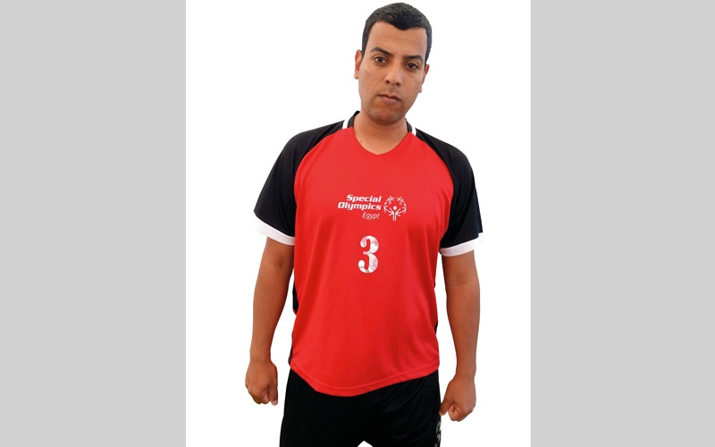 الصورة: مصري يتدرب دون مساعدة ويحصد  58 ميدالية رغم الإعاقة الذهنية