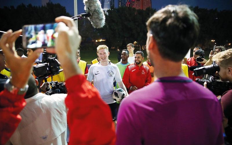 الصورة: فريق الإمارات المشارك في «الأولمبياد الخاص» يتدرب مع نجوم السيتي