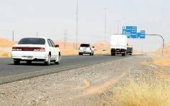 الصورة: شرطة الشارقة تحدّ من ازدحام الشاحنات على شارع مليحة
