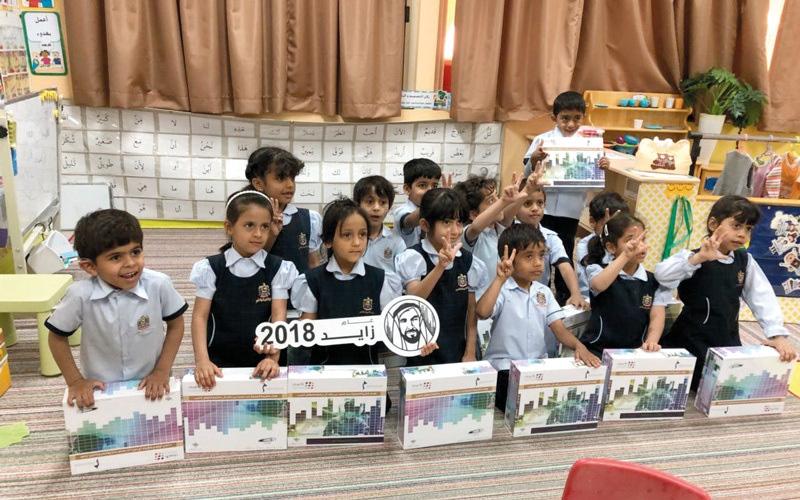 الصورة: 700 حقيبة ذكية للأطفال والأيتام