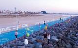 منصة السعادة الجديدة في دبي.. صيد ترفيهي وقراءة على الشاطئ