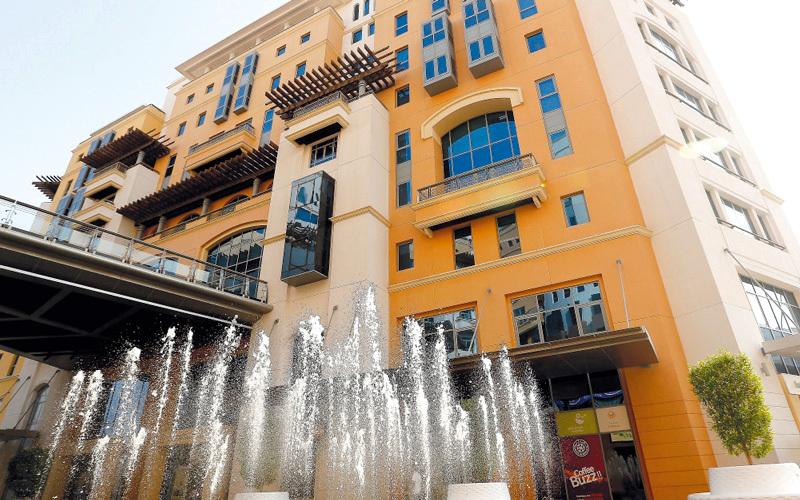 اقتصادية دبي تدعو المستهلكين إلى ضرورة الامتناع عن شراء المنتجات المقلدة. أرشيفية