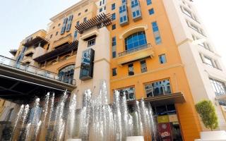 الصورة: اقتصادية دبي تصادر 200 ألف قطعة غيار سيارات مقلدة