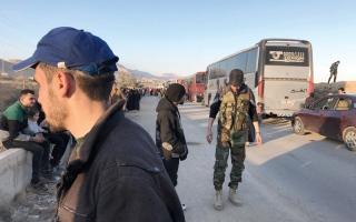 الصورة: بدء عملية إجلاء مقـاتلـي المــعارضة السورية من دوما