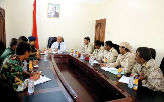 الصورة: اجتماع يناقش تفعيل المؤسسات الأمنية في المديريات المحرّرة بالحديدة