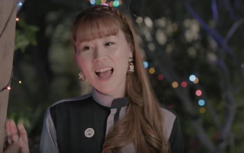 """الصورة: بالفيديو.. المطربة اليابانية سني تغني """"الله يا دار زايد"""" بمناسبة عام زايد"""
