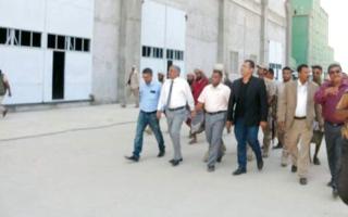 الصورة: وزير الأشغال ومحافظ أبين يتفقدان الطرق والمنشآت التي تضرّرت نتيجة حرب الحوثي
