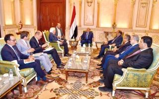 الصورة: الرئيس اليمني يجدّد دعمه لجهود المبعوث الأممي لتحقيق السلام