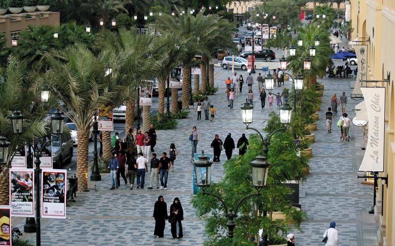 إيقاف السير في بعض شوارع المدينة خلال أيام الإجازات من المقترحات لتحفيز التسوق المفتوح.  الإمارات اليوم