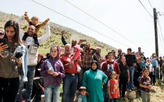 الصورة: فريـق أمنـي للأمــم المتـحدة  يتعرض  لإطلاق نار في دوما