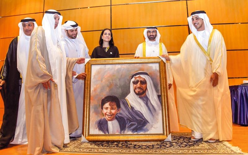 الصورة: منصور بن زايد يشهد حفل تخريج 180 من طلبة «الإمارات للدراسات المصرفية»