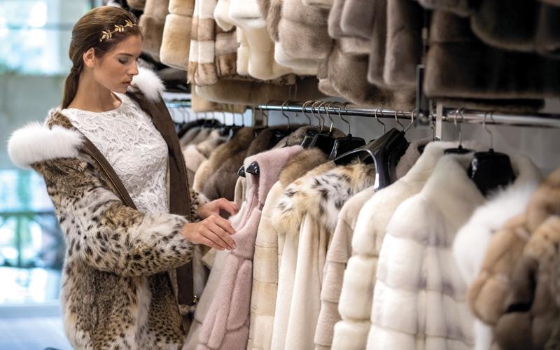 الصورة: الروس والآسيويون يتصدرون مبيعات أسواق «الفراء» في دبي