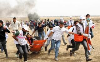 الصورة: 5 شهداء أحدهم أبكم في «جمعة الطائرات الورقية» بغزة