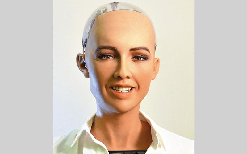 الصورة: الروبوت «صوفيا» في «الملتقى 2018»