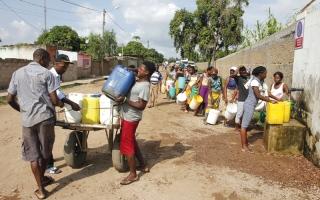 الصورة: عاصمة موزمبيق تعاني وضعاً حرجاً في إمدادات المياه