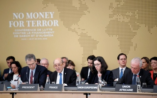 الصورة: مشاركون في مؤتمر «لا أموال للإرهاب» بباريس: قطر مموِّلة الإرهاب في العالم