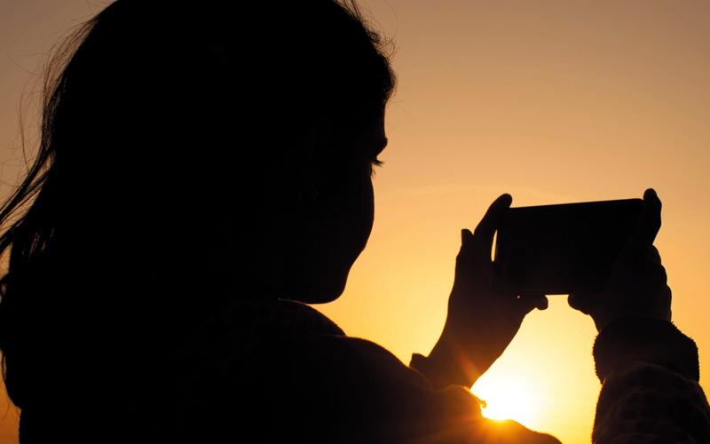 الصورة: انتحار فتاة ومراهق في دبي.. واشتباه في تأثرهما بلعبة إلكترونية
