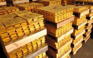 الصورة: الذهب يتراجع بتأثير من قوة الدولار وانحسار التوترات الجيوسياسية