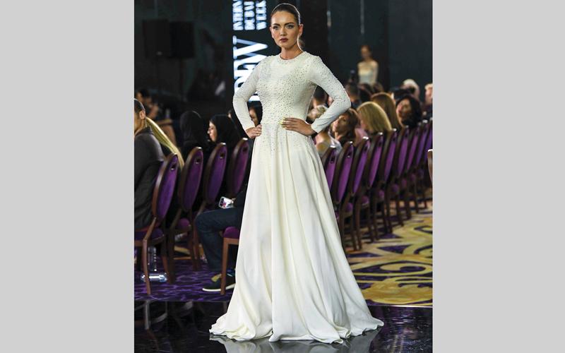 الصورة: بالصور..تصاميم بسيطة.. وتطريز متـكلف في «دبي العالمي للأزياء»