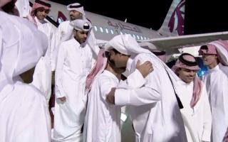 الصورة: قطر دفعت أكثر من مليار دولار لإرهابيين في صفقة «رهائن»