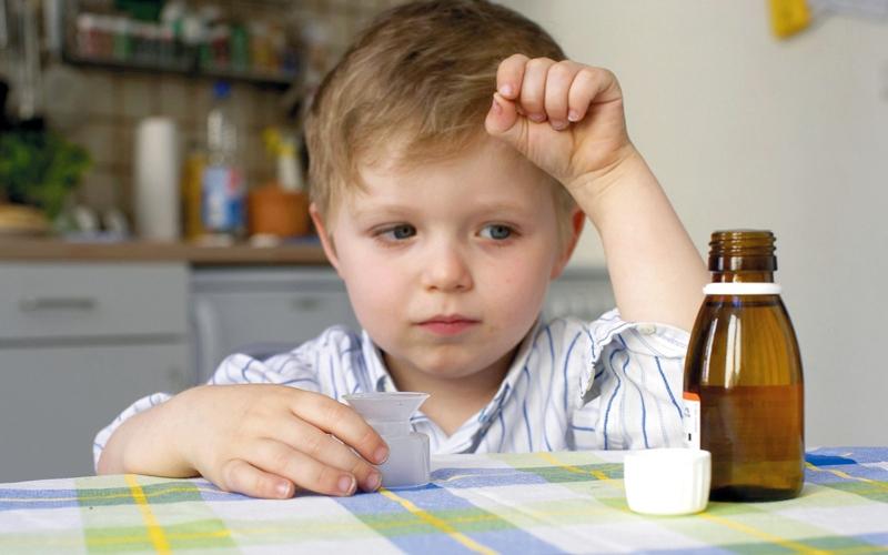 الصورة: جرعة الباراسيتامول الزائدة تهدّد حياة الطفل