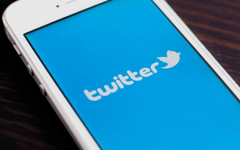 الصورة: «تويتر» تحث المستخدمين على تغيير كلمات السر بعد خلل فني