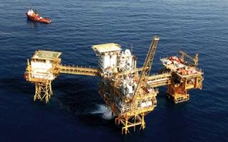 الصورة: النفط يصعد لأعلى مستوى منذ 2014 بسبب فنزويلا وإيران