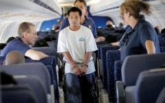 الصورة: مهاجرون يعقدون القران لتفادي الترحيل من الولايات المتحدة