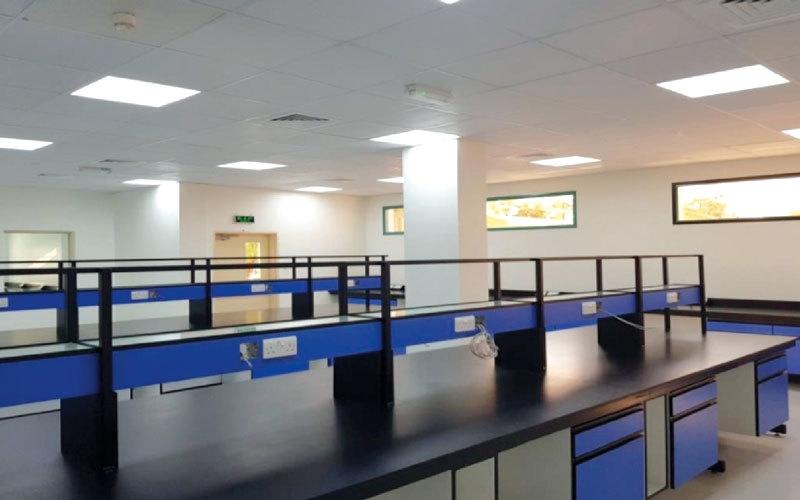 الصورة: إنجاز 70% من مشروع صيانة وتطوير مستشفى الذيد