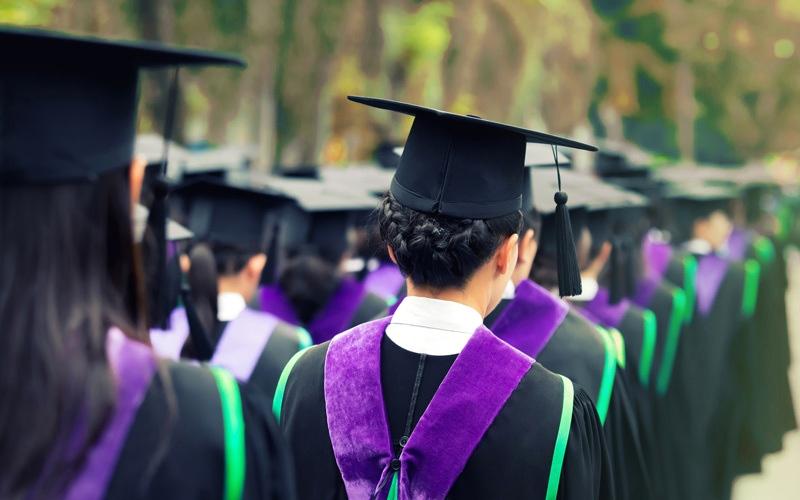 الصورة: حفلات التخرج في المدارس الخــاصة «بوابة خلفية» لاستنزاف ذوي الطلبة مالياً