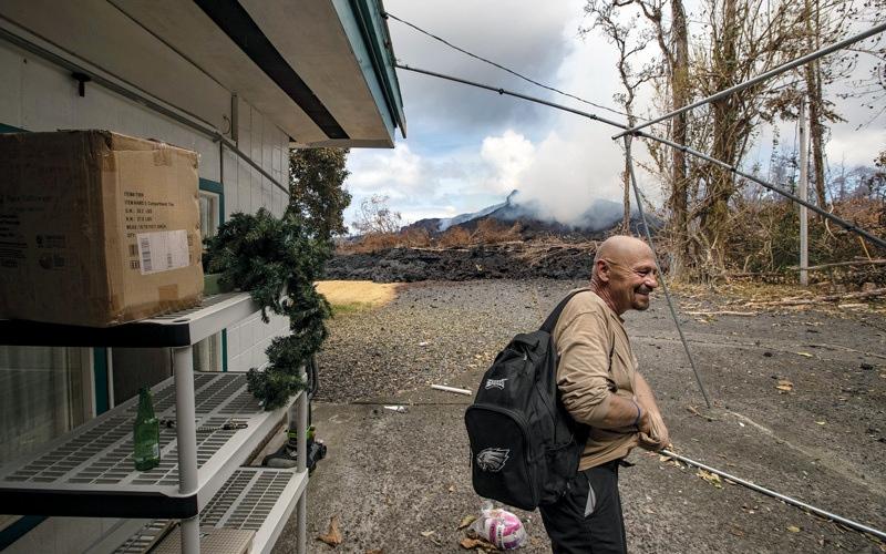 الصورة: سكان هاواي يعتادون الحياة تحت ثوران البراكين