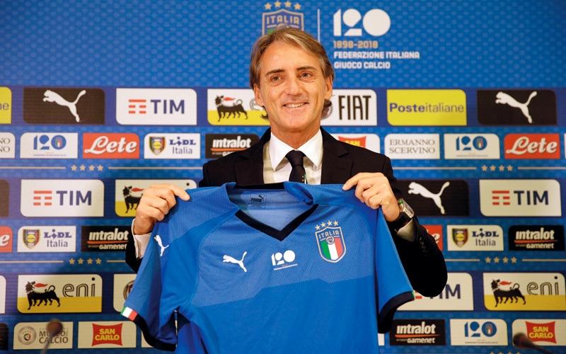 الصورة: مانشيني يتولى مهمة إعادة بناء المنتخب الإيطالي