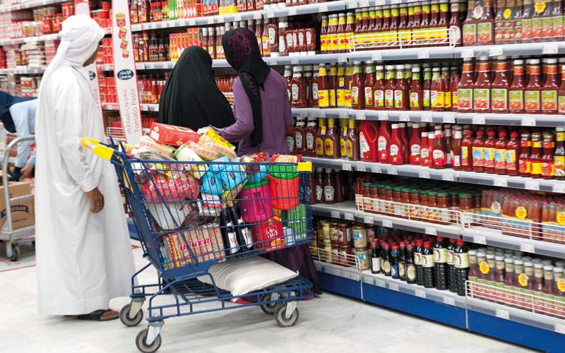 وزارة الاقتصاد اتفقت مع منافذ البيع على طرح سلال رمضانية تتضمن سلعاً يكثر استخدامها في رمضان. تصوير: أحمد عرديتي