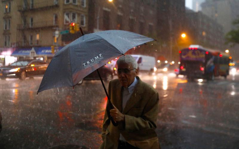 عاصفة شديدة ضربت نيويورك.  إي.بي.إيه